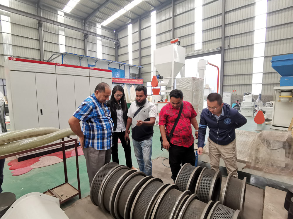 Bangladesh Customers Visit Our Factory for Feed Production Plant