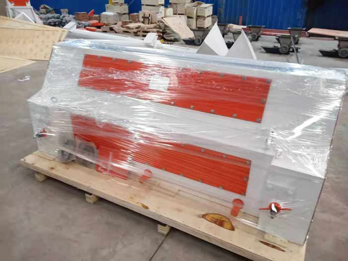 Kazakhstan customers ordered SSLGS 20×170 triple roller crumbler